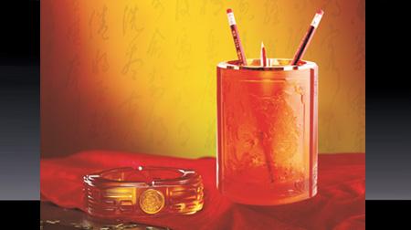 龙行天下琉璃烟灰缸、笔筒