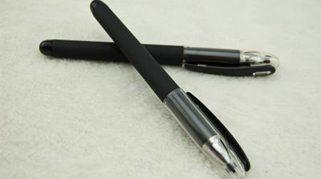 经典黑色中性笔