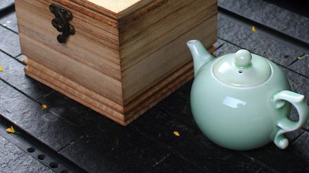 青瓷粉青丹枫壶