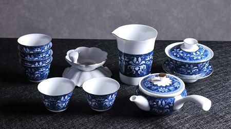 青花瓷-锦上添花莲心侧把壶茶具套装
