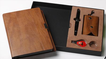 笔记本、笔、钥匙扣、指甲剪办公套装