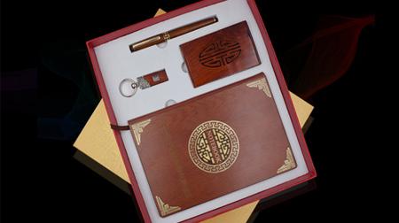 红木笔记本+16GU盘+签字笔+名片夹办公套装